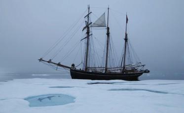 Expeditionthemovie.FG_Activ_in_ice_2_S@haslundfilm